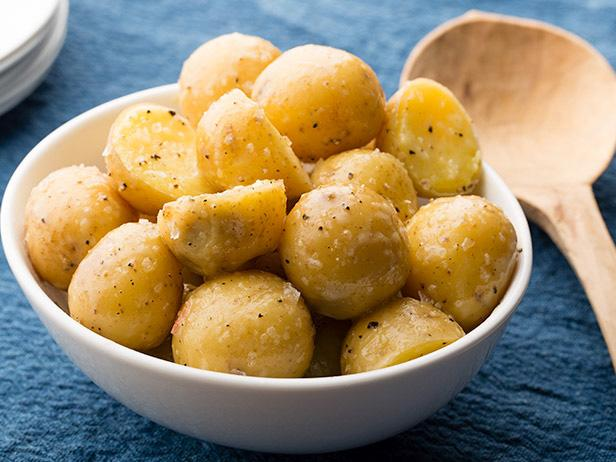 fnk_buttered-boiled-potatoes_s4x3-jpg-rend-sni18col